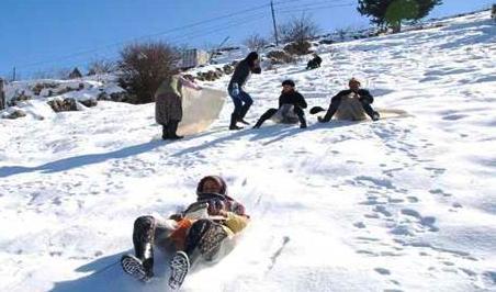 Akkuzulu da Okullar Kar Nedeniyle Tatil