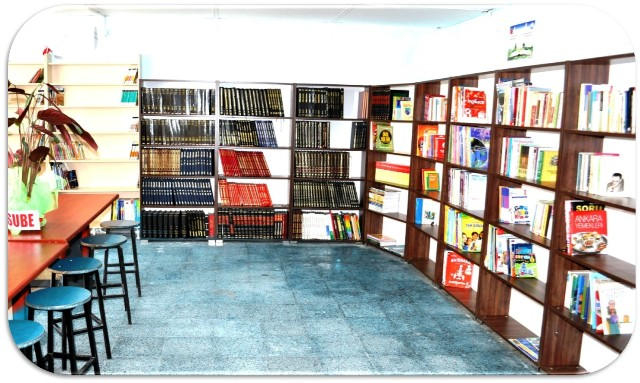 """Barakadan """"Kütüphaneye"""""""