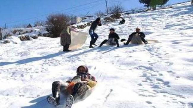 Akkuzulu'ya Kar Yağdı Okulları Tatil